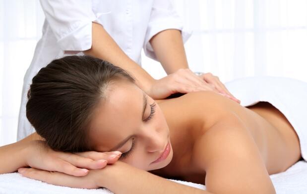 Olvida el estrés con 2 masajes relajantes