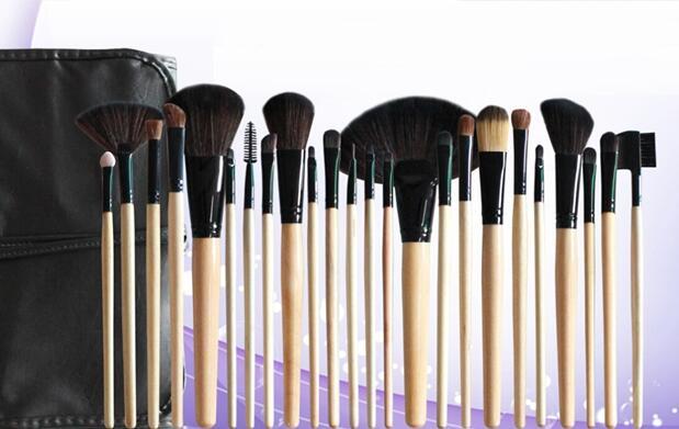 Set de 24 brochas de maquillaje