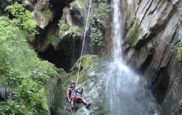 Alojamiento+descenso de Valporquero (León)