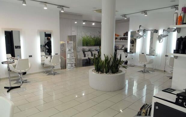 Corte de pelo, peinado y terapia facial