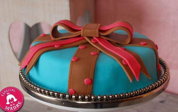 ¡Sorprende a mamá con una tarta fondant!
