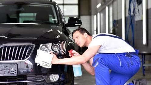 Lavado ecológico de coche a mano