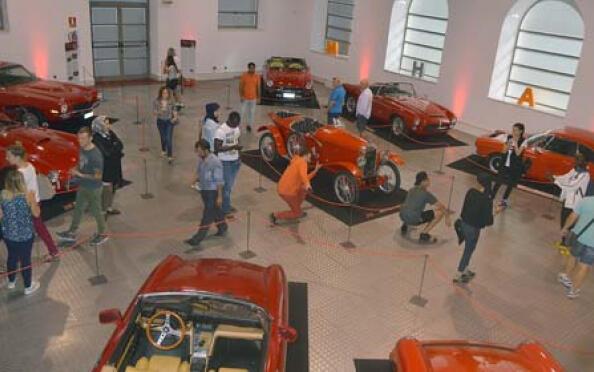 """Visita para 2 al Museo de Automoción que incluye la exposición """"Rojo"""""""