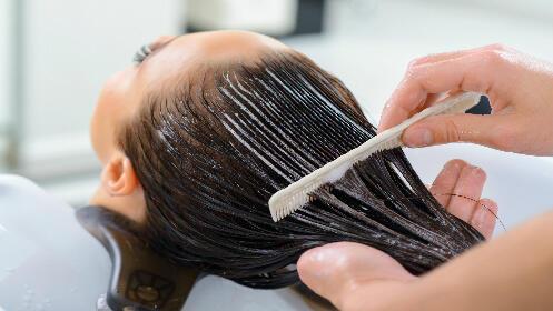 Completa sesión de peluquería regenerativa