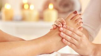 Pedicura con esmaltado y masaje
