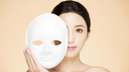 Completo tratamiento facial con la novedosa máscara LED