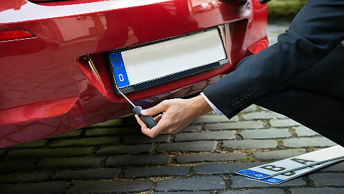Dos placas de matrícula para tu vehículo