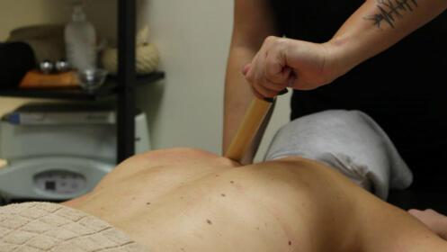 Masajes relajantes: aceites esenciales, caña de bambú o piedras calientes