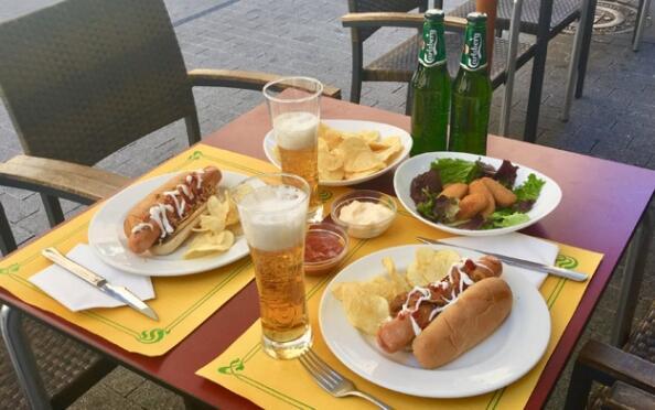 Menú para 2 con salchicha alemana o con hamburguesa o sandwich