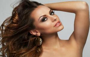 Sesión de peluquería con tratamiento reparador