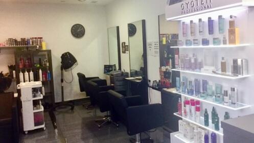 Sesión de peluquería con corte, peinado e hidratación