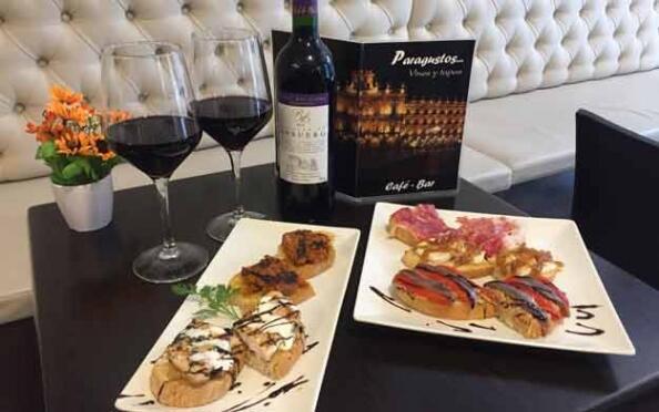 Tabla de tostas o ración mixta de ibéricos + botella de vino
