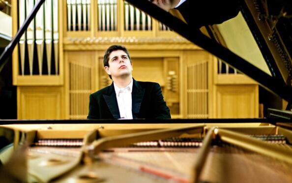 Javier Perianes interpreta a Falla, Debussy y Albéniz
