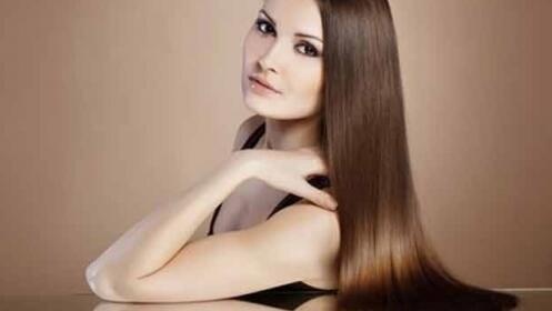 Tratamiento hidratante del cabello, corte y peinado