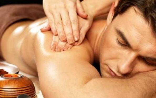 Regálale un par de masajes, se lo merece