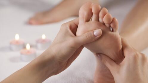 Dos sesiones de cuidado de pies con alisado