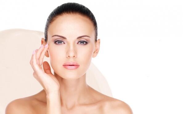 Higiene facial con tratamiento de contorno de ojos