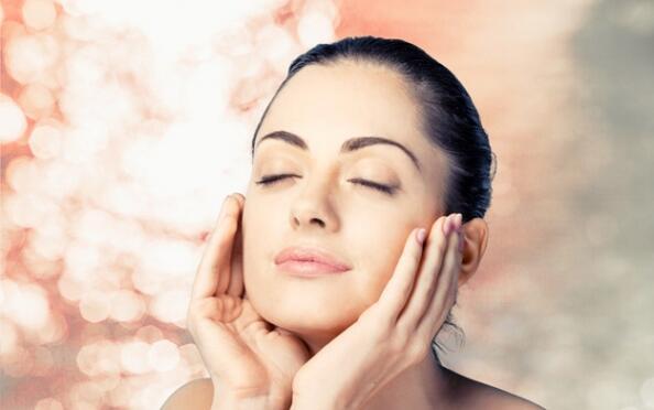Higiene facial iluminadora, con vitamina C o antipolución