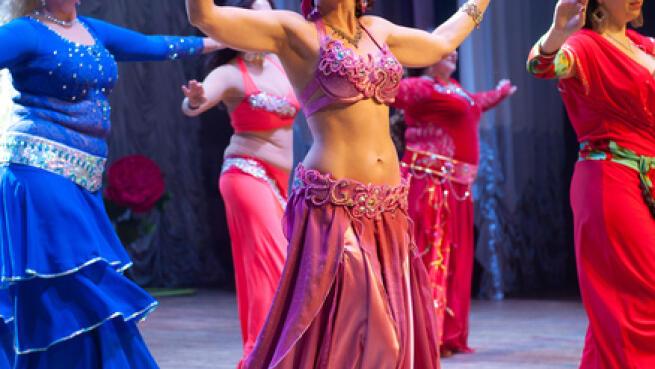 Bono 4 clases a elegir: danza del vientre, body movement fitness, sevillanas o country