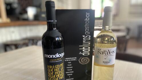 Disfruta en compañía de las mejores raciones y vinos
