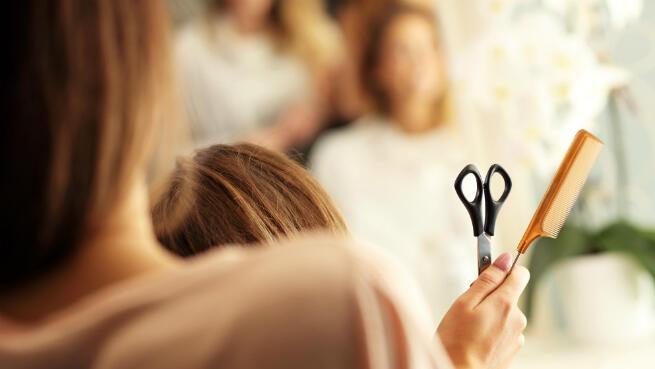 Tratamiento capilar con corte y peinado