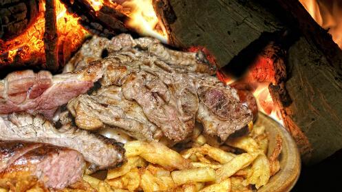 Sabrosa parrillada de carne para dos personas